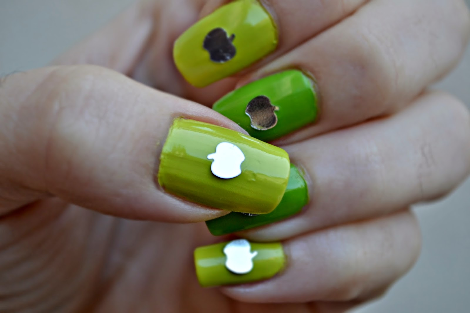 Green apples manicure