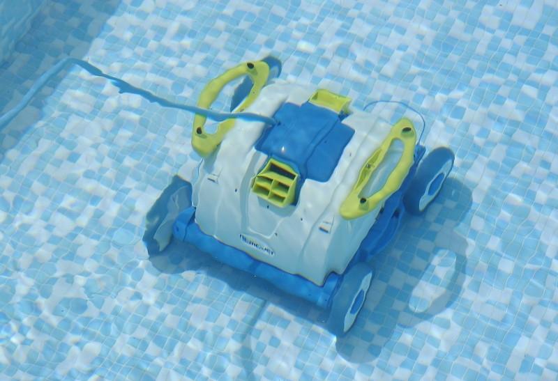 L heure du nettoyage a sonn hivernage piscine for Aspirateur piscine electrique manuel