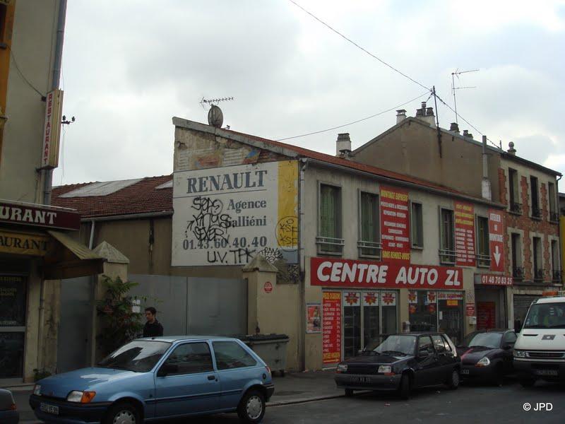 Les murs peints s 39 affichent la saga renault for Garage renault saint denis