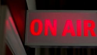 Ραδιόφωνο - τηλεόραση (ζωντανά)... Radio - TV (live)...