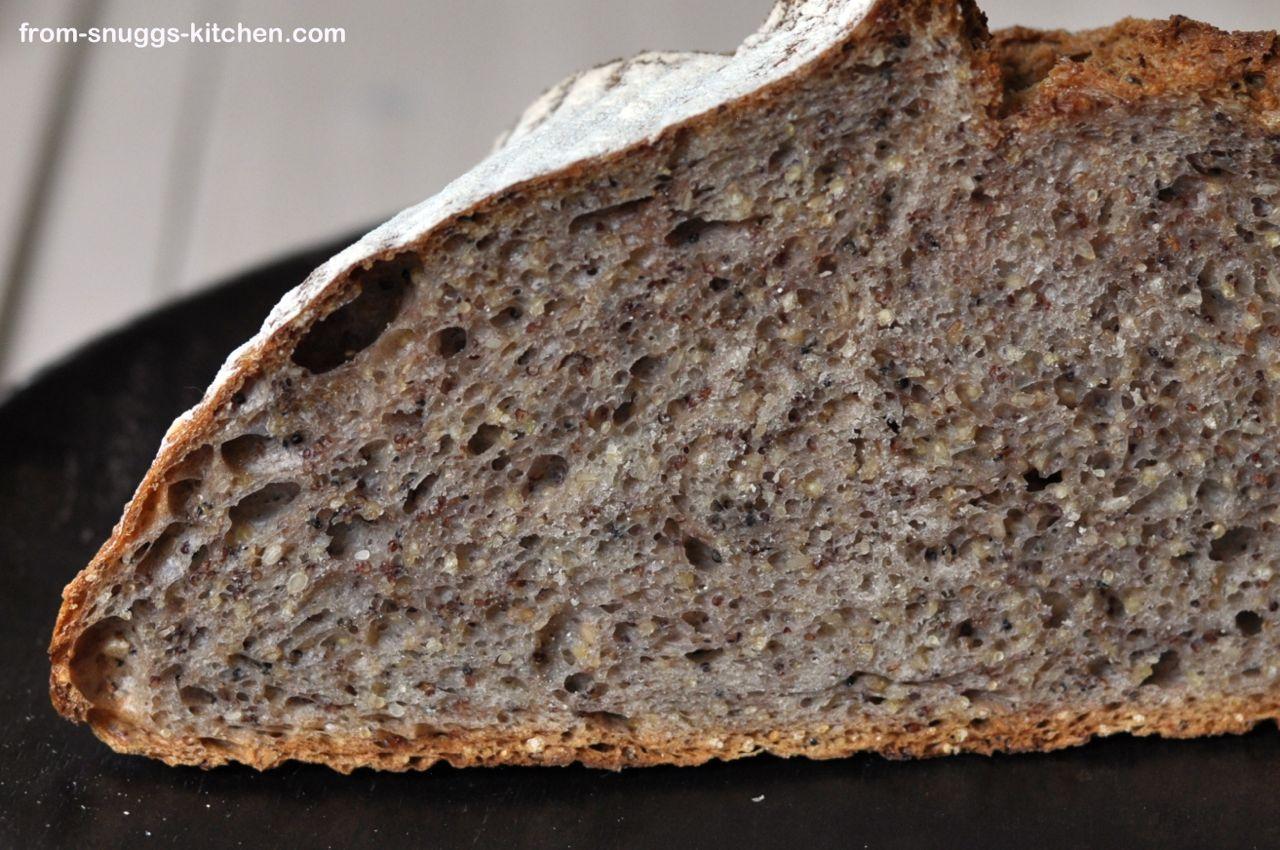 No Knead Brot mit gerösteten Körnern & Saaten, Anschnitt