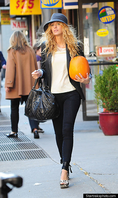 Blake Lively kept it simple in