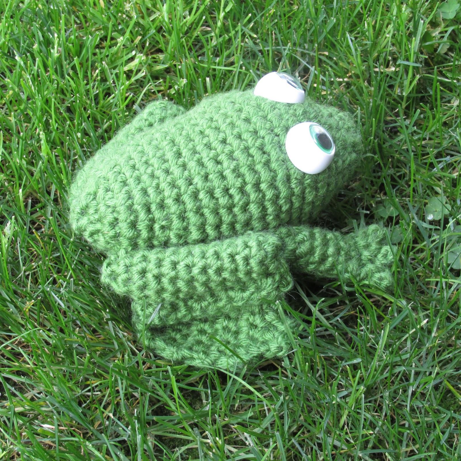 Free Crochet Pattern Frog Slippers : Spiderling Dreams: Free Crochet Bullfrog Pattern!