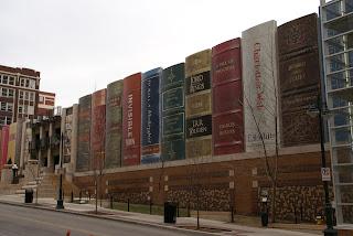 Автомобильная стоянка у библиотеки