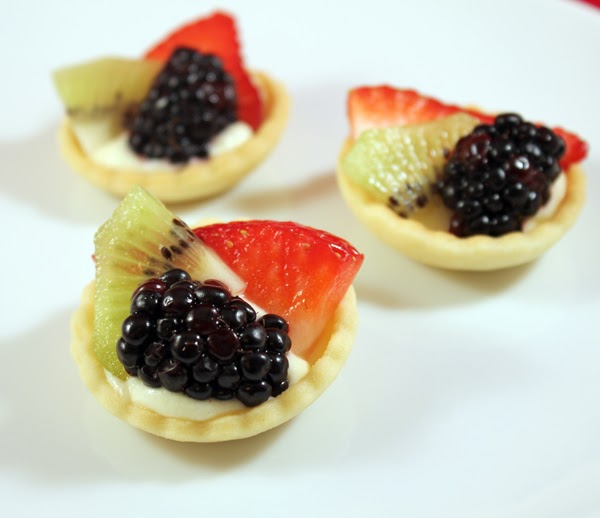 mini fruit tarts gwen 39 s kitchen creations. Black Bedroom Furniture Sets. Home Design Ideas