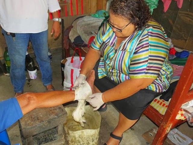 Vereadora Carmem atendendo a comunidade sofrida de Itabuna