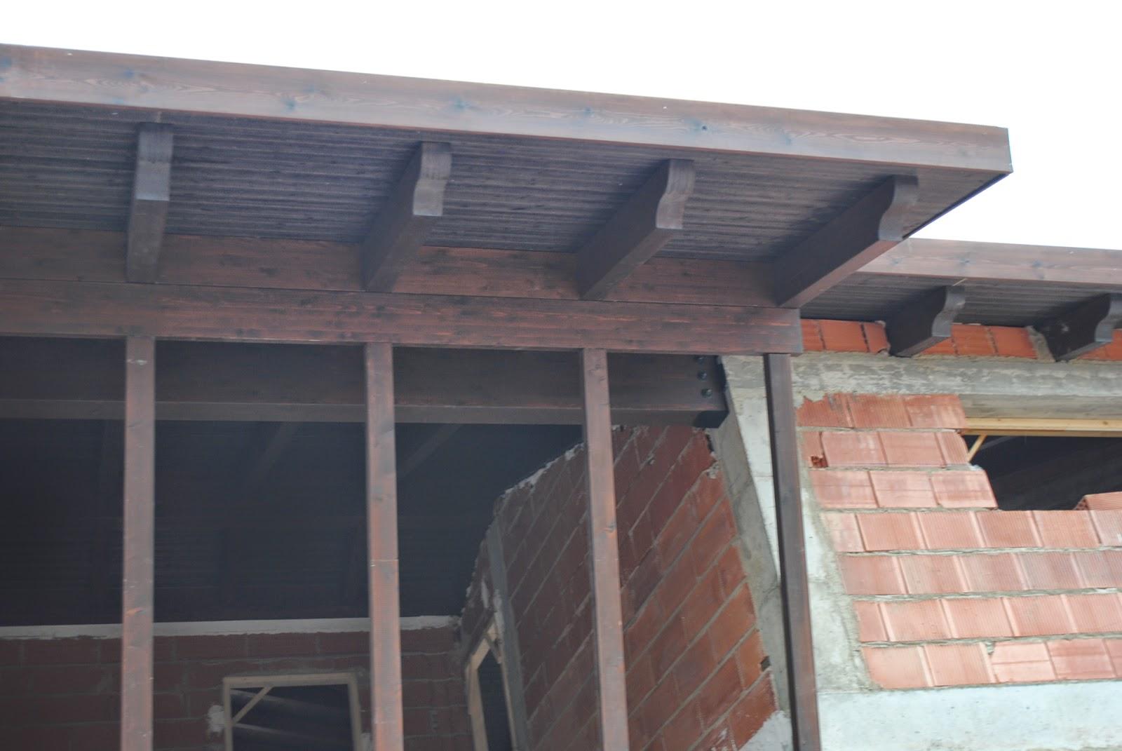 Ventanal de madera mecanizada en su interior