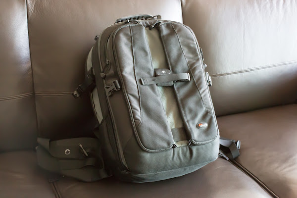Lowpro Vertex 200 AW Camera/laptop bag
