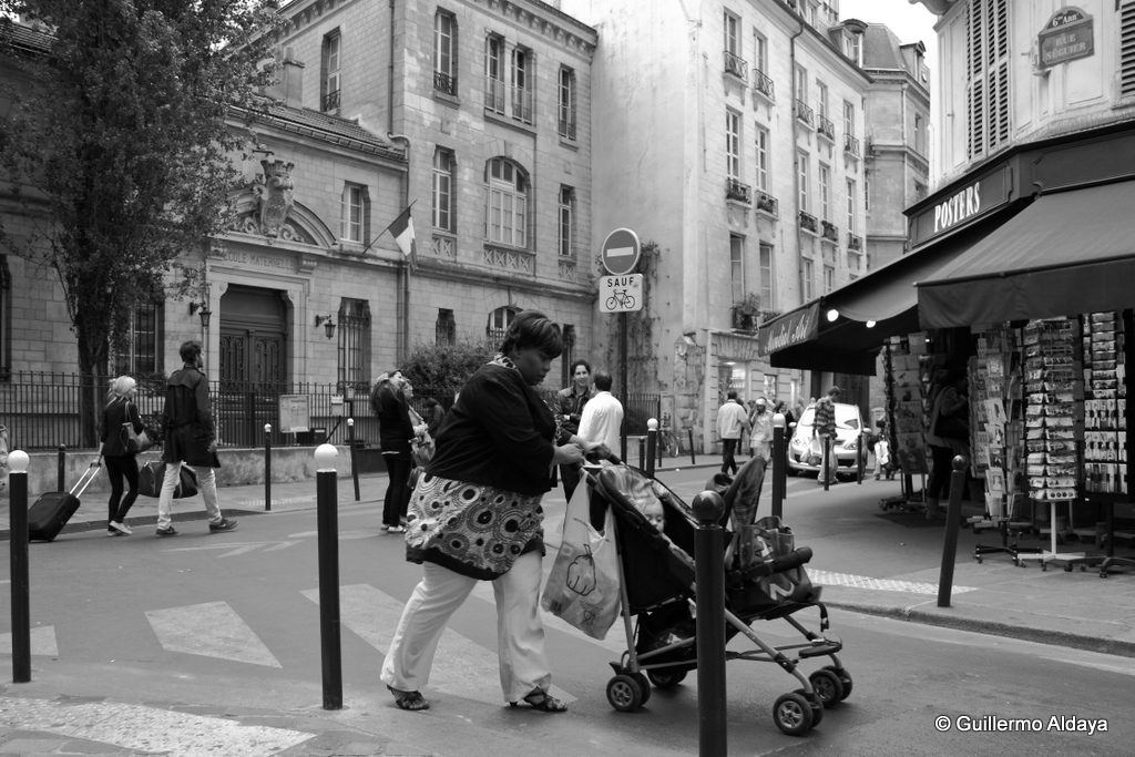 Paris, France, 2011, by Guillermo Aldaya / PhotoConversa