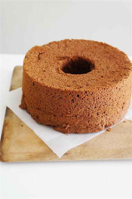 Cakelets and Doilies: Chocolate Cloud Cake