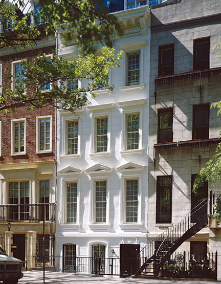 Loveisspeed a manhattan townhouse by geoffrey for Manhattan townhouse for sale