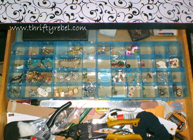 Diy Vintage Cooking Grills Into Jewelry Organizers The