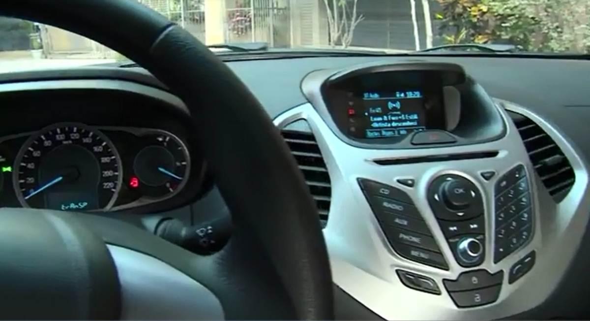 Novo ford ka 2015 interior e painel parcialmente revelados car blog br - Interior ford ka ...