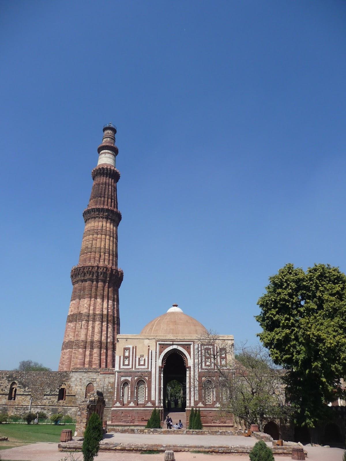 Line Drawing Of Qutub Minar : Delhi alai darwaza in qutub complex the journey of a
