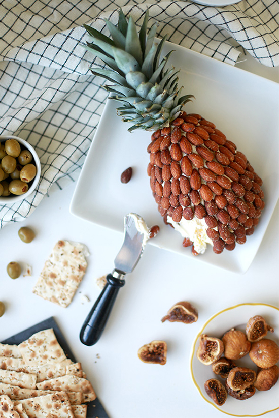 brunch wedding / pineapple almond cheeseball.