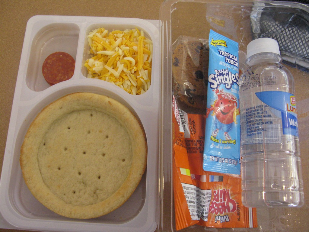 Oscar Mayer Lunchables Uploaded 6 Inch Ham American Sub Sandwich With Spring Water in addition Oscar Mayer Lunchables 0 72 At Target further Lunchables Uploaded New Coupon 11 as well Lunch From Homes Lunchables Pizza furthermore Lunchables Ham American Cracker Stackers Lunch  bination With Capri Sun Roarin Waters Drink. on deep dish pizza lunchables