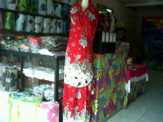 Mukena Bali Motif Tato Merah Corak Hitam Pictures