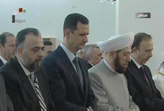 la proxima guerra assad rezando en una mezquita