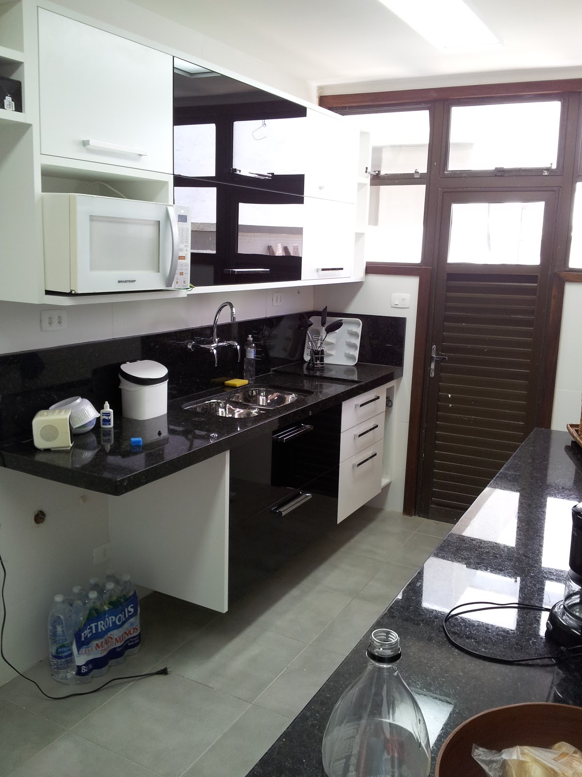.com/ ReginaSegura. arquitetura: Reforma cobertura Barra da Tijuca #614C4C 1200x1600 Arquitetura Piso Banheiro