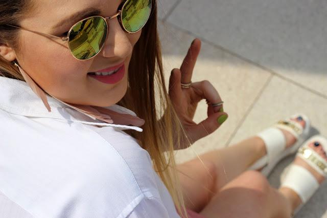 six, I am, Sonnenbrille, gelbe Gläser, verspiegelt, weiße Bluse, triangel Kette, ear cuff, federn boho, palmenprit, zara, wickelrock, sandalen, weiß, river island, hamburg, fashionblogger, birkenstocks alternative,