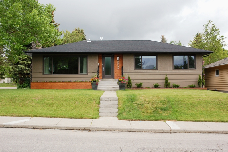 Little Mid Century Modern House on the Prairie: An Ode to the Bungalow