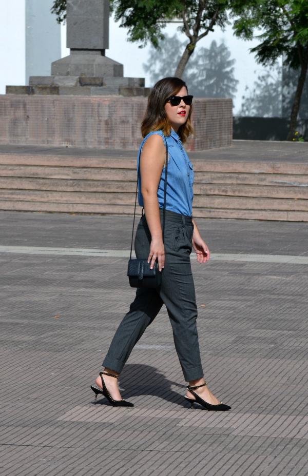look_camisa_vaquera_zapatos_pico_pinchos_zara_lolalolailo_01