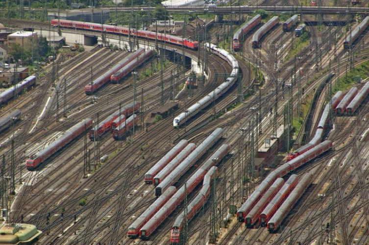 Jalur Kereta Yang Rumit 2