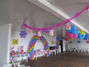 . un baby shower con globos