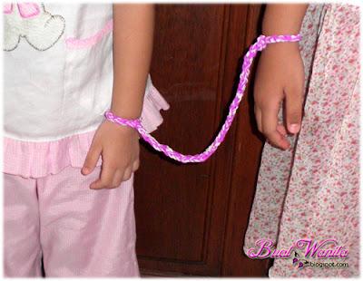Anyaman Getah Tali Ikat Tangan Si Anak. Anyaman Getah Kecil. Tali Getah Ikat Tangan Untuk Anak-Anak Yang Aktif.
