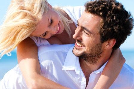 الرجل ينجذب إلى المرأة التى تشبهه فى الشكل - رجل وامرأة سعيدان - man and woman couple happy