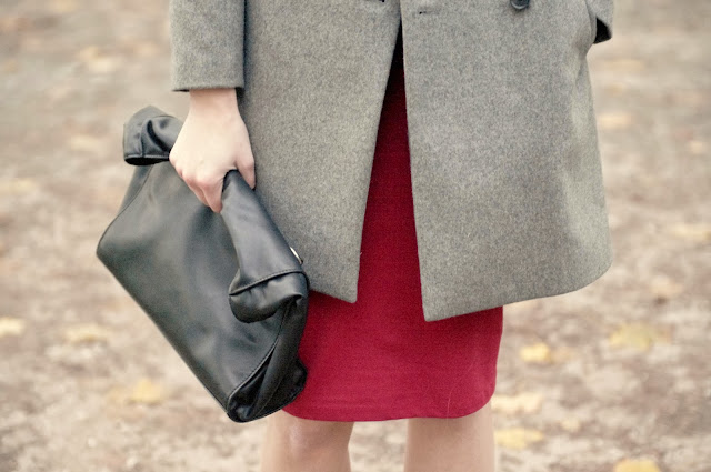 zara oversized grey coat aw 2013 2014, asos pointy boots armour, red midi skirt zara, H&M grey white sweater, fashion blogger, style blogger, after christmas elegance outfit, trendy, ootd, leather lunch bag zara