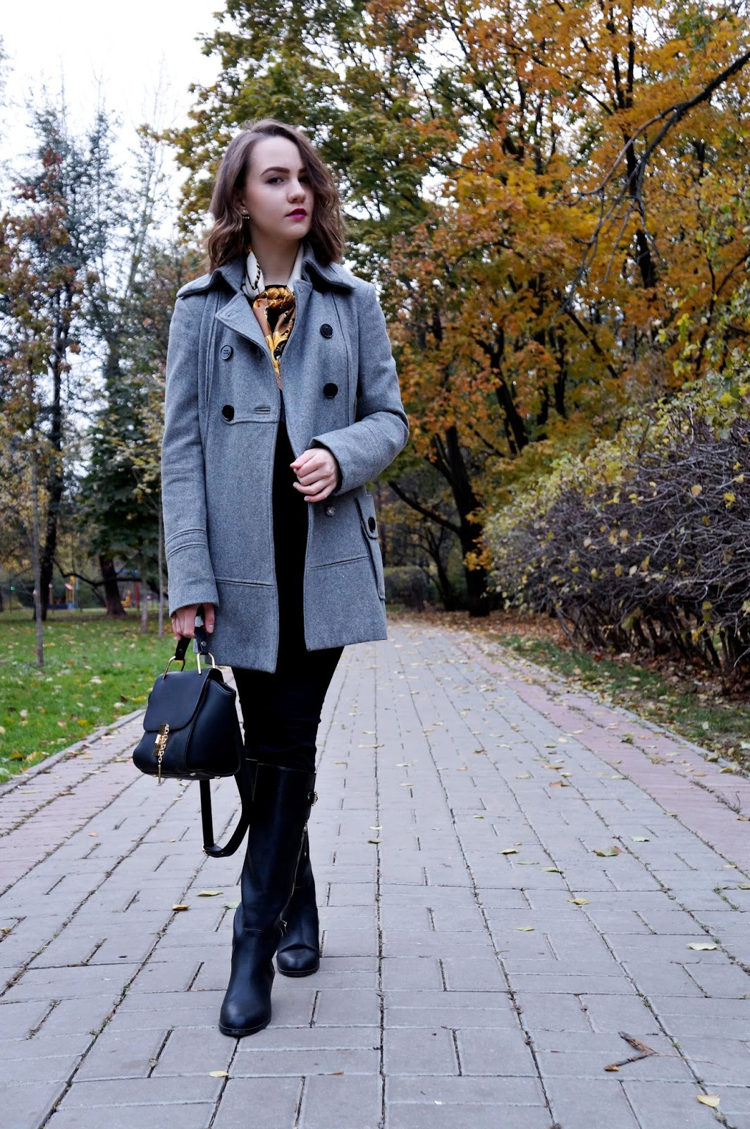 Grey coat | Fashion blogger | Alina Ermilova | Winter look | Black boots