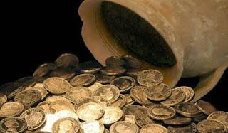 Νόμισε ότι βρήκε θησαυρό όταν ανακάλυψε 30 χρυσές λίρες