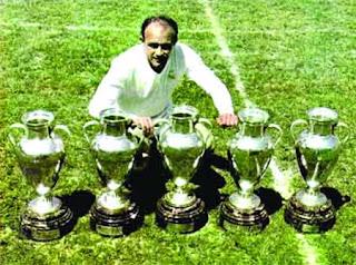 Альфредо вместе со своими трофеями