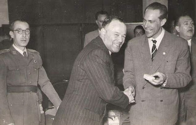 Entrega de medalla al Presidente del Grupo Xadrez de Lisboa en 1951