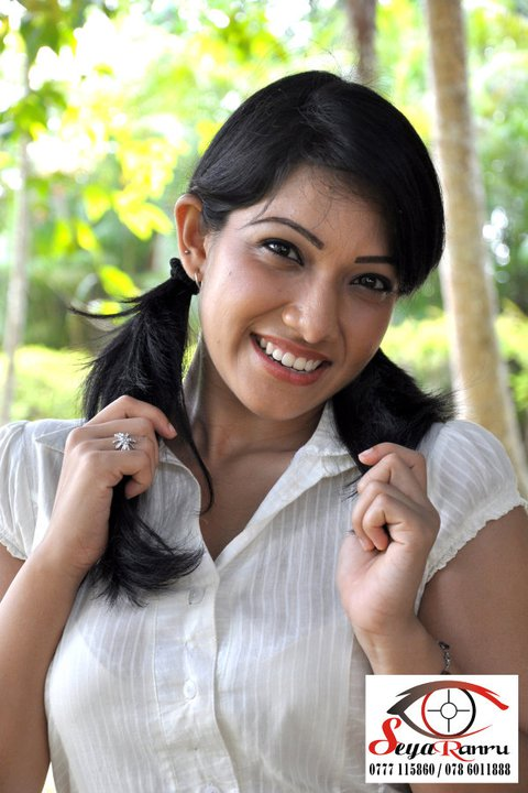 Sri Lankan Popular Actress Nehara Pieris New Pictures