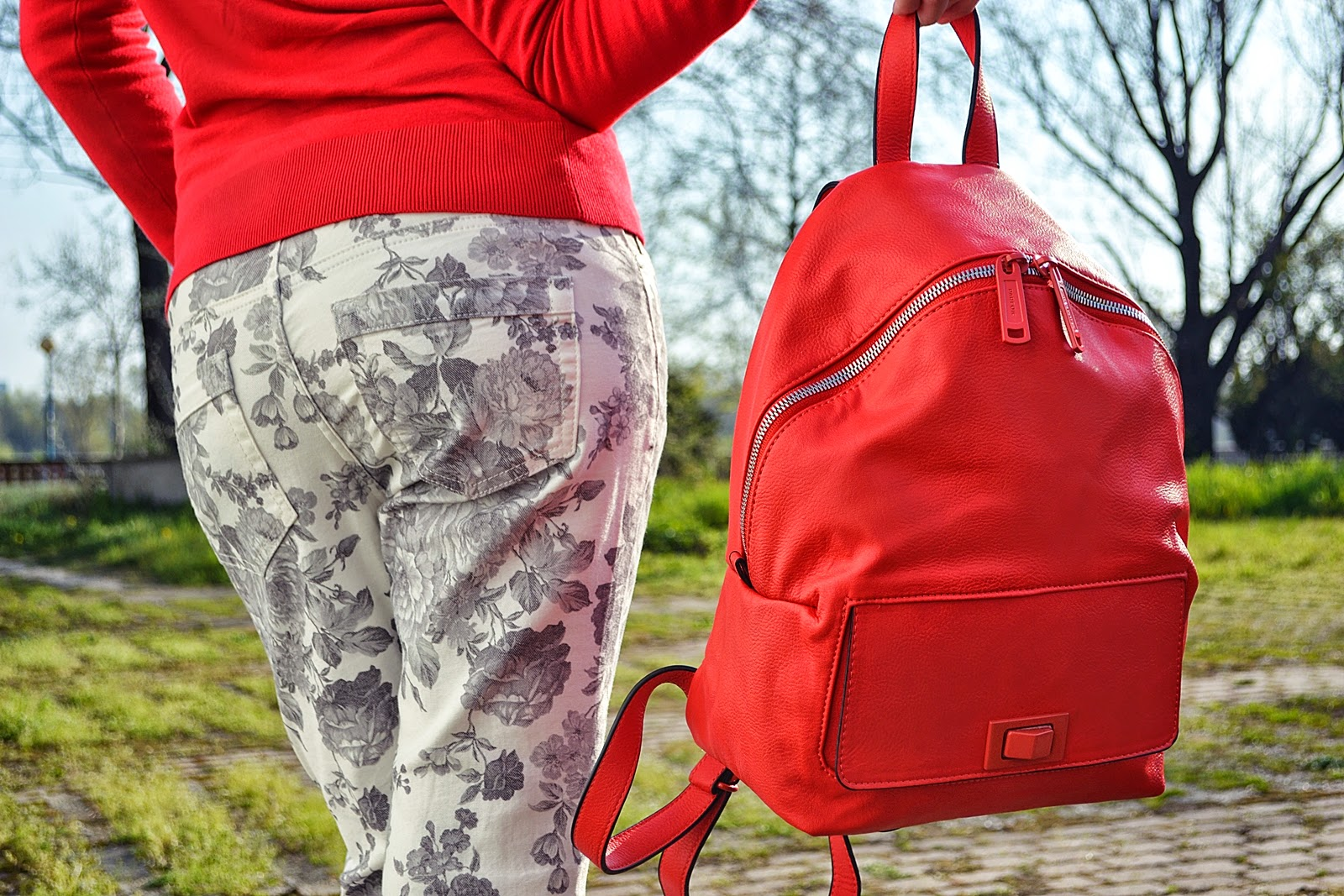To school only with backpack Katharine-fashion is beautiful
