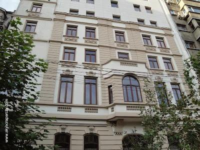 Edificio residencial nuevo terminado en estilo Francés en Rumania