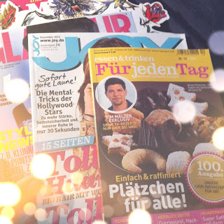 Zeitschriften blättern im Bett.