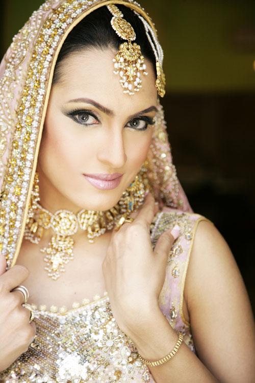 White Dress Bridal Makeup : SHE FASHION CLUB: White Indian Bridal Dresses