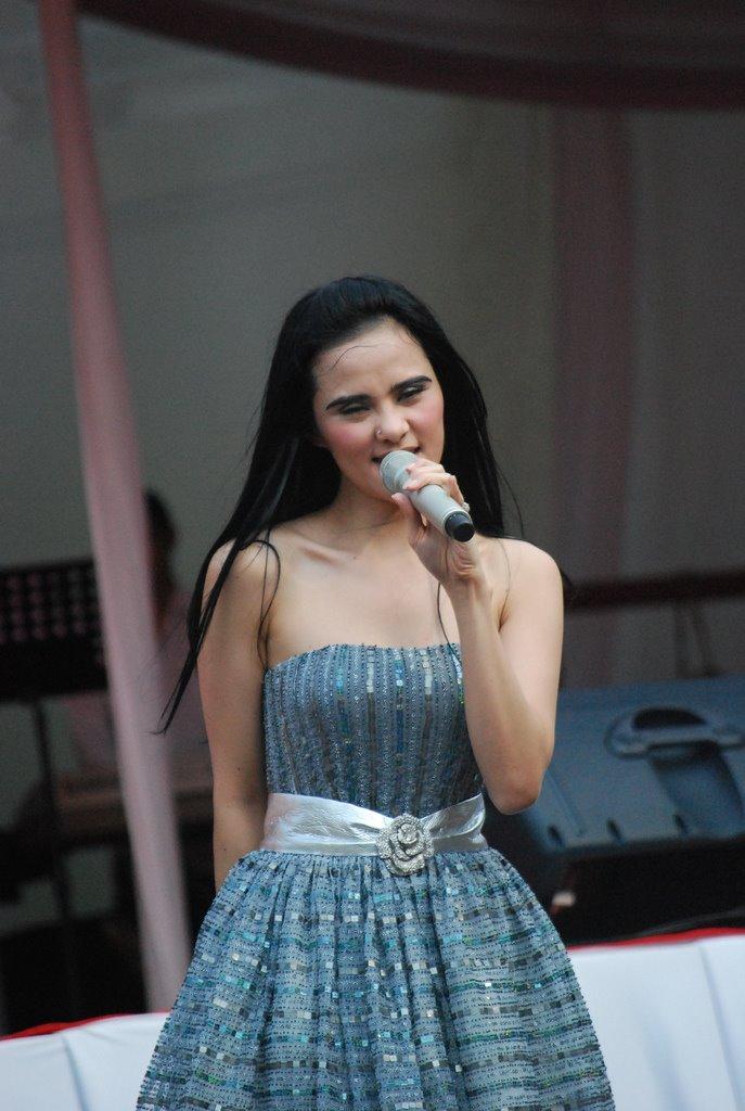 ... berkategori artis indonesia dengan judul foto telanjang sexy angel