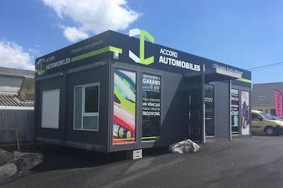 Réalisation du visuel et pose d'enseigne en dibond alu et des adhésifs microperforés sur algeco du concessionnaire accord automobiles à Saint-Nazaire.