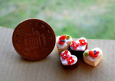 CDHM Gallery of Sadie Brown of Homeward Flight Miniatures makes 1:12 dollhouse miniature foods