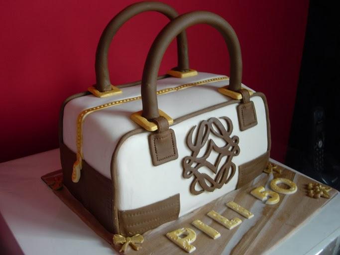 Tarta fondant bolso de Loewe para cumpleaños