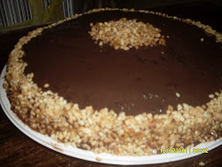 TORTA DE CHOCOLATE COM AMENDOIM