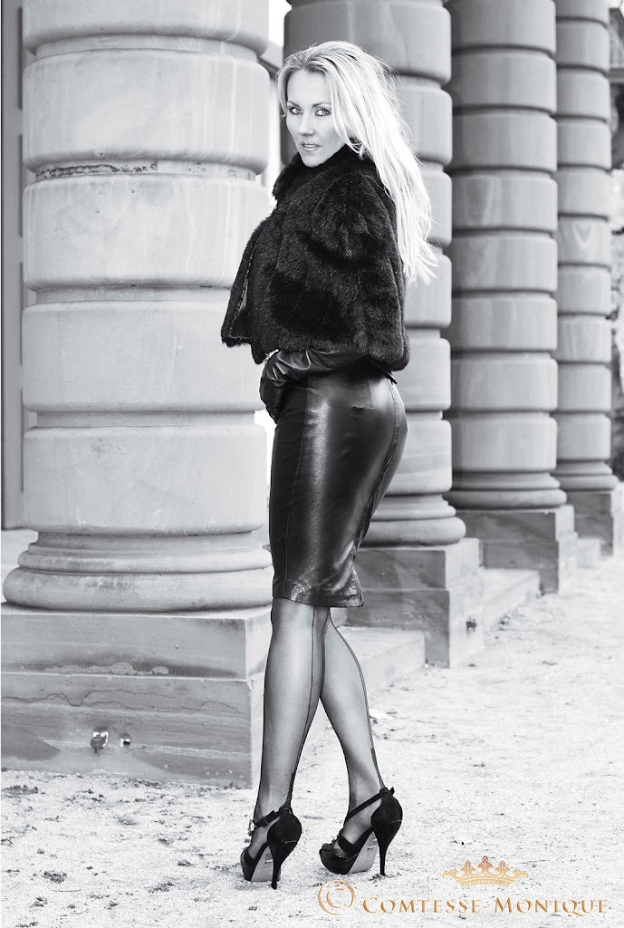 Comtesse Monique in leather black & white
