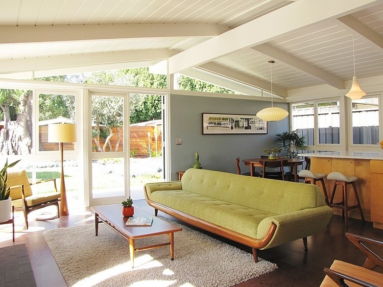 Kitten vintage 10 mid century beach style living rooms for Modern beach house living room