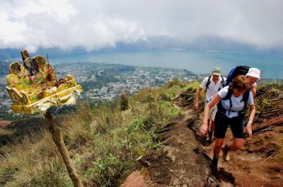 Backpackers, holiday in Bali, diving in Bali, snorkeling, Tulamben, hotel, surfing in Bali, adventure, backpackers in Bali