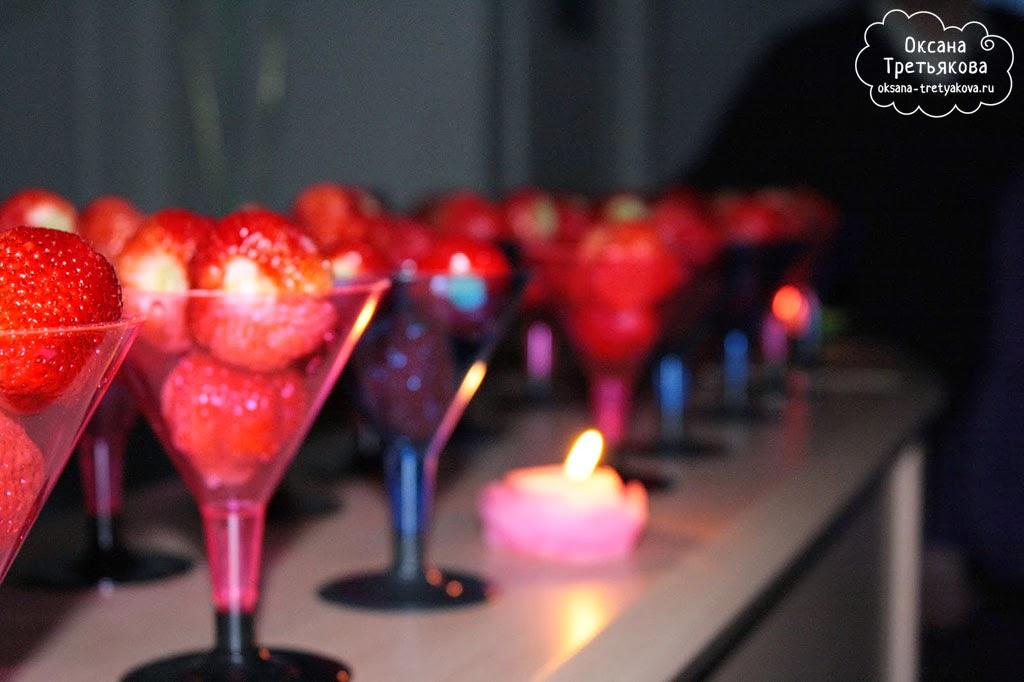 Клубника и свечи