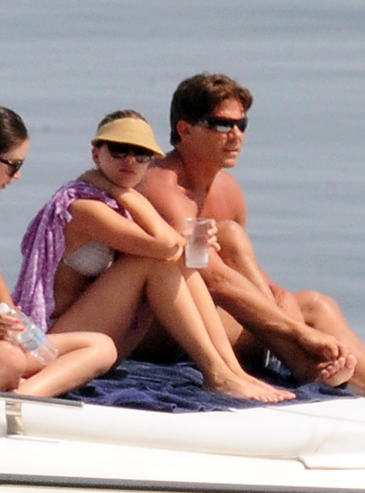 http://4.bp.blogspot.com/-74eMk2INtEM/T_yZDE2Uf8I/AAAAAAAAKbg/kZBnE25XdRY/s1600/scarlett_johansson_white_july_bikini_4.jpg